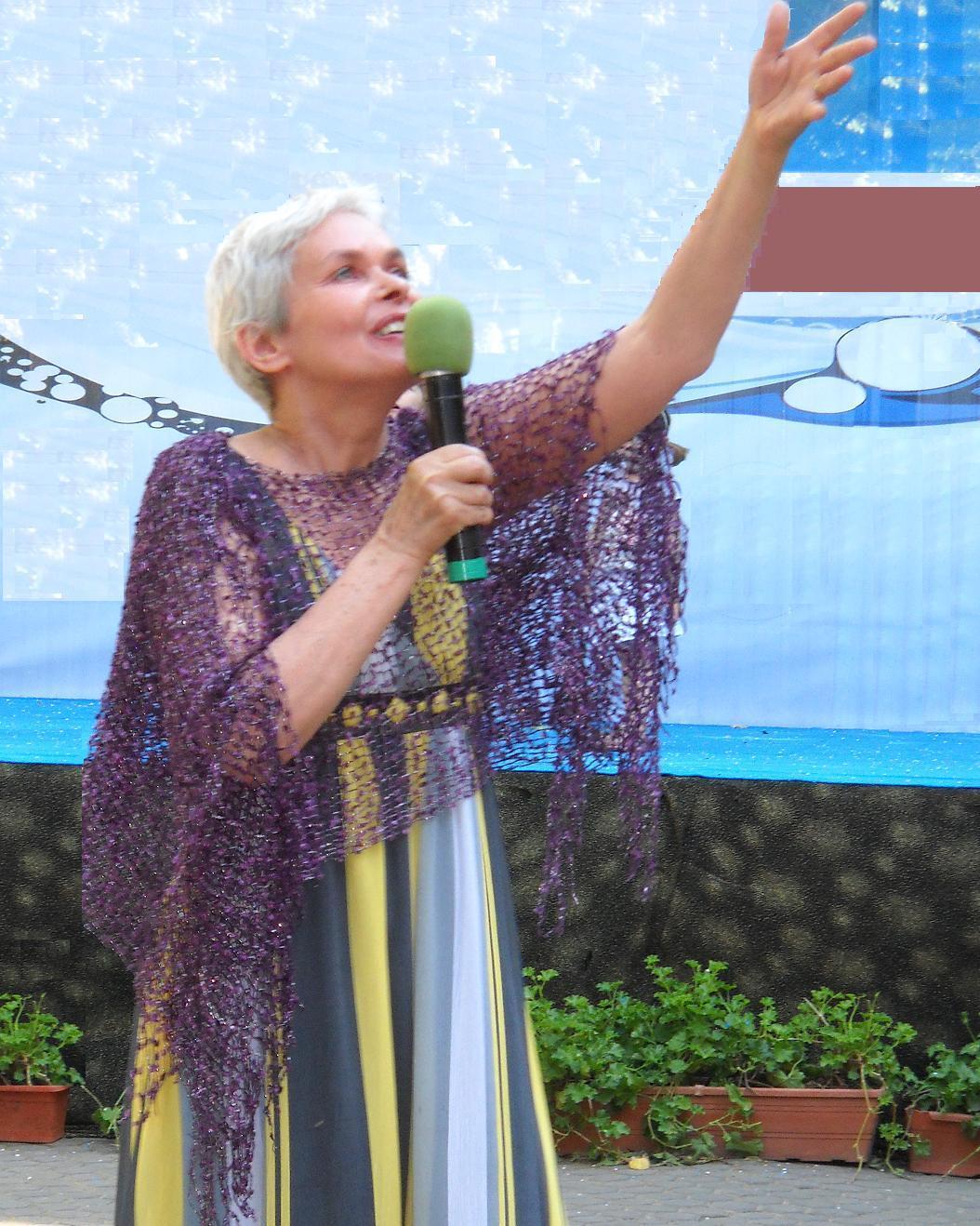 Lidia recitand