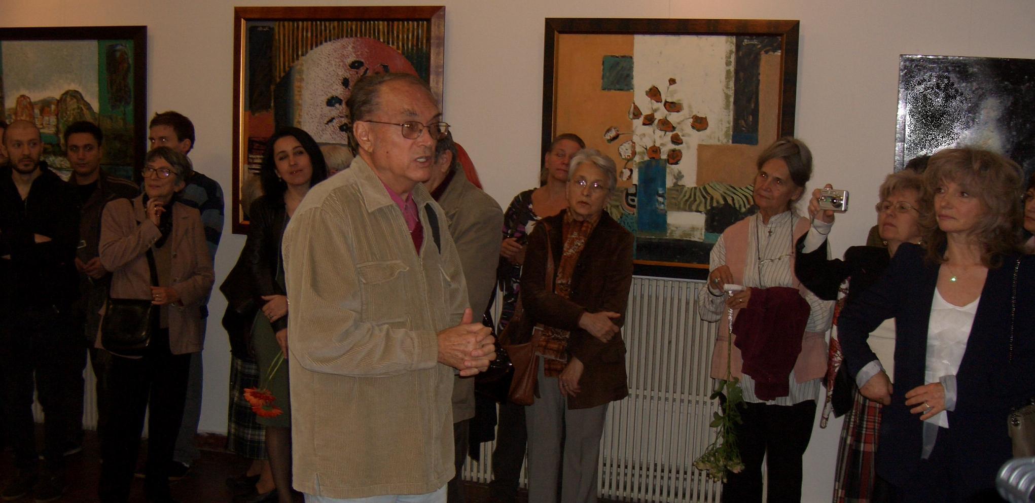 Un public larg il asculta pe Gheorghe Leahu